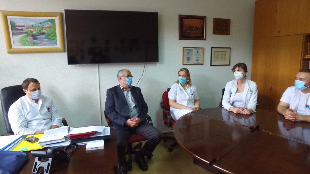 Uposlenici Općine Travnik donirali knjige našoj bolničkoj biblioteci